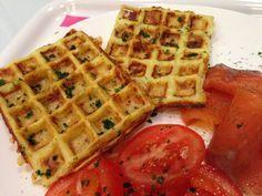 Des gaufres salés au yaourt comté et pommes de terre. Idéales en snack le soir ou le midi accompagnées d'une salade verte.