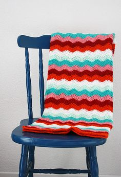 It's finally there: the Candy Cane Crochet Ripple Blanket 'Tadaaaah'