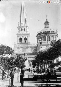 Fotos de Guadalajara, Jalisco, México: Catedral de Guadalajara y Plaza de Armas (Bain News Service, c. 1915)
