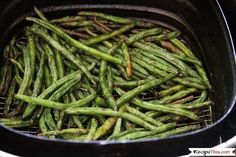 How to make the BEST EVER crispy green beans fries in the air fryer from frozen. Load them up with your favourite seasonings and you have a healthy alternative to air fryer fries. Delicious Green Beans, Crispy Green Beans, Fried Green Beans, Air Fryer Fries, Air Fryer French Fries, Cooking Frozen Green Beans, Air Recipe, Paleo Beans, How To Cook Greens