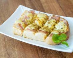 Tartines suisses à l'Appenzell, poire et viande des Grisons : http://www.fourchette-et-bikini.fr/recettes/recettes-minceur/tartines-suisses-lappenzell-poire-et-viande-des-grisons.html