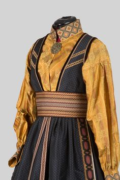 Beltestakk beig Medieval Clothing, Historical Clothing, Mode Alternative, Folk Costume, Costumes, Period Outfit, Character Outfits, Traditional Outfits, Costume Design