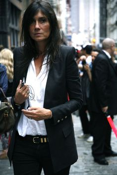 emmanuelle alt / style icon / fashion week street style / classic blazer and white shirt Emmanuelle Alt Style, Style Work, Her Style, Simple Style, Looks Street Style, Looks Style, Mode Chic, Mode Style, Black And White Outfit