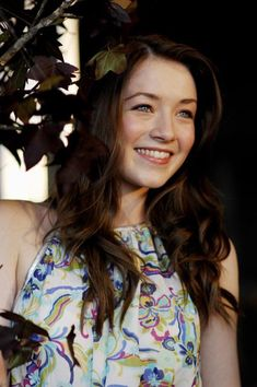 Sarah Bolger as Maggie. Again, sweet, young, beautiful light greenish eyes, wavy hair.