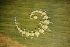 Crop circle en spirale apparu a Stonehenge en 96, déjà dans un lieu riche en énergie de transformation!;-)