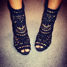 Women's Fashion High Heels : Lace Full-Coverage Peep-Toe Heels Peep Toe Heels, High Heels, Shoes Heels, Lace Heels, Bootie Heels, Look Fashion, Fashion Shoes, Womens Fashion, Fashion News