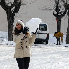 Berta jugant amb neu 1