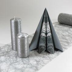 Inspiration til grå og sølv borddækning.  Du kan selv genskabe denne borddækning her: www.mystone.dk