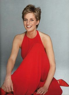 Princess Diana in Valentino red on the front cover of Vogue. Credit: Patrick Demarchelier/Vogue British Vogue's Princess Diana memorial cover Princess Diana Family, Royal Princess, Princess Of Wales, Lady Diana Spencer, Kate Middleton, Glamour, Diana Fashion, Lady In Red, Beautiful People