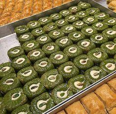 . Arabic Sweets, Arabic Food, Turkish Baklava, Bottle Top, Turkish Recipes, Sweet Life, Food Art, Deserts, Food And Drink
