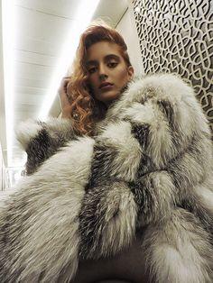 Goodnight world (date night style ) Fashion Night, Fur Fashion, Womens Fashion, Eric Kramer, Fox Fur Coat, Fur Coats, Fluffy Coat, Animal Fur, White Fur