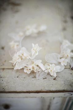 Prachtige vintage Franse bloem kroon  Grote voorwaarde  Mooie display item in uw etalagepop of gewoon liggen