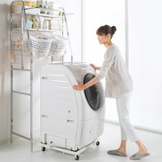 耐荷重約150kgの頑丈さで人気!洗濯機パンのないランドリーに、移動が楽になる洗濯機置き台!掃除や排水溝点検の時にも便利。 組立簡単、洗濯機サイズに合わせて使える洗面所の売れ筋アイテム。洗濯機を置く台をお探しならこの商品!