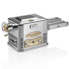 Ristorántica, from the Marcato Professional line, is theprofessional fresh pasta machine that brings together the best of the Marcato experience, gained in over 80 years of business.