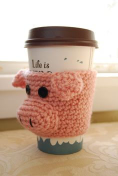The Birthing Process of a Piglet Scott Phillips, a pig farmer from Missouri, shows how he pays individual attention to the mother pigs as they give birth to their piglets. Crochet Pig, Cute Crochet, Crochet Animals, Crochet Crafts, Crochet Projects, This Little Piggy, Little Pigs, Crochet Coffee Cozy, Pig Crafts