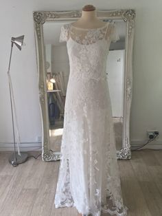 The most beautiful piece of French Calais Lace is used her to create a timeless design. A modern classic. Bohemian Style Wedding Dresses, Designer Wedding Dresses, London Wedding, French Lace, Modern Classic, Timeless Design, Florence, Most Beautiful, Silk