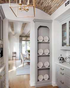 French Style Inspires a Modern Kitchen The sophistication of Provence meets California living in a graceful Santa Monica kitchen Home Decor Kitchen, Kitchen Interior, Modern French Kitchen, Kitchen Ideas, Kitchen Inspiration, Modern French Interiors, Kitchen Trends, Kitchen Designs, Kitchen Hacks
