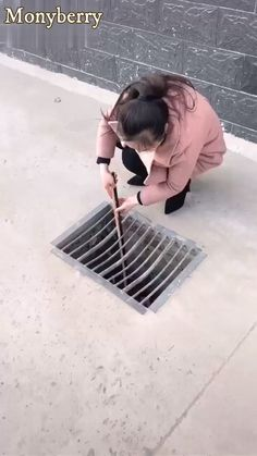Features: Made of high quality stainless steel, high strength, durable, wear resistant. You can use this tool to collect garbage in your bathroom or sewer. Idea Portal, Mom Hairstyles, Diy Network, Cool Inventions, Gadgets And Gizmos, Diy Electronics, Diy Hacks, Diy Beauty, Diy Art