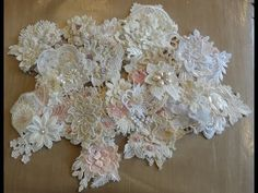 Cloth Flowers, Fabric Flowers, Lace Flowers, Scrap Fabric Projects, Craft Projects, Shabby Chic Journal, Shabby Chic Flowers, Cottage Crafts, Fabric Flower Tutorial