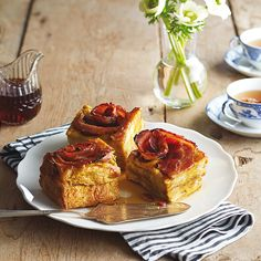 Challah bread is ideal for this recipe as it's sturdy enough to stand up to long cooking. We like the subtle sweetness of this slow cooker maple-bacon French toast recipe, but really love it served with lots of maple syrup. Slow Cooker Recipes, Crockpot Recipes, Cooking Recipes, Crockpot Dishes, Brunch Recipes, Breakfast Recipes, Slow Cooker Breakfast, Maple Bacon, Crock Pot Cooking
