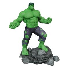 A Diamond Select Toys release! The Marvel Gallery just raised the roof! Clocking in at approximately 11 inches tall, the Incredible Hulk is the biggest Marvel Gallery PVC figure so far! Based on his comic-book Hulk Marvel, Marvel Comics, Hulk Comic, Captain Marvel, Avengers, Thanos Marvel, Marvel Heroes, 3d Figures, Action Figures