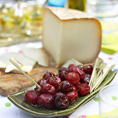 Découvrez la recette tomme de brebis et cerises confites sur cuisineactuelle.fr.