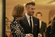 Được biết cựu cầu thủ bong da Beckham đến dài đất hình chữ S lần này là để quảng bá cho thương hiệu đồ uống mà anh làm gương mặt đại diện. Trước khi đến Việt Nam, ngôi sao điển trai 38 tuổi đã ghé qua 3 nước khác ở châu Á gồm Hàn Quốc, Hong Kong và Trung Quốc.