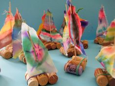 Sailboats and so many other ideas from Neusa Lopez! Diy For Kids, Crafts For Kids, Arts And Crafts, Craft Kids, Cork Crafts, Diy Crafts, Kids Studio, Messy Art, Sea Theme