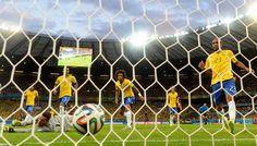 BRASIL VS ALEMANIA. Vista del gol desde la camara remoto ubicada detras del arco. (AFP/ADRIAN DENNIS)
