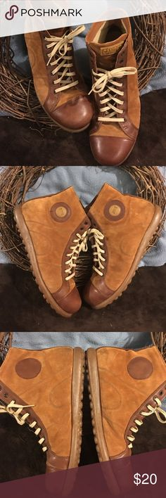 """Men's shoes """"No BUNDLE offer in these shoes. Tan leather CAMPER shoes, very good condition. They are a size 44 men's which is a size 11. CAMPER Shoes"""