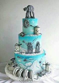 Rick was so excited to make this cake and it's one of our new favorite deisgns! This Star Wars themed cake with AT-AT topper focuses on planet Hoth. Star Wars Torte, Star Wars Cake, Star Wars Cookies, Star Wars Wedding Cake, Wedding Cakes, Geek Wedding, Trendy Wedding, Wedding Ideas, Pretty Cakes