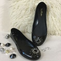 "Ted Baker BRAND NEW black jelly rhinestone flats Ted Baker BRAND NEW black jelly flats with a gorgeous  large rhinestone detail in black and clear.  Wonderful condition never worn. Ted Baker size 8 but would fit about a 9.5 to 10. Insoles measure 10 1/4"" long for reference Ted Baker Shoes Flats & Loafers"