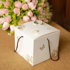 10 Pcs Flower Cake Box With Handle Butter White Kraft Design Gift Boxes Packaging Food Storage Boxes Packing From Touchy Style Outfit Accessories ( ) Vegan Snack Box, Snack Boxes Healthy, Packaging Snack, Gift Box Packaging, Candy Gift Box, Gift Boxes, Dessert Boxes, Food Storage Boxes, Diy Snacks