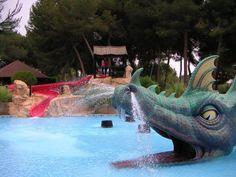 Obras de tematización realística realizadas en Parque temático Aquacity / Mallorca. Muy buen resultado estético y excelente duración de las instalaciones.