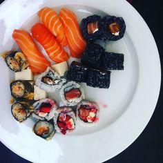 Chi ha Voglia di #Sushi oggi? Tagga la Persona più #sushiaddicted di #Milano che conosci al resto ci pensiamo Noi! Link in Bio  #sushitime #sushimaster #sushilovers #sushimilano #firstpost #milanocity #milanodavedere #salmon #sushi #dinner #instafood #foodie #foodporn #foodstagram #instadaily #motiviert #lecker  Credit:@marthaphilipe92   #sushi #lunch #sodelicious #mydrug #happiness #colors #fellinghappy by sushi_masterchef