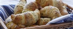 Hidden Valley Ranch Crescent Rolls - You won't believe how yummy these taste! Change it up by using any powdered dressing mix.italian, garlic, etc. Or make a dessert out of it by using cinnamon and brown sugar! Quick Recipes, Pork Recipes, Quick Easy Meals, Veggie Recipes, Cooking Recipes, Recipies, Bread Recipes, Crescent Roll Recipes, Crescent Rolls