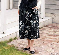 60代&70代におすすめ!おしゃれな秋の手作り大人服の作り方7選 | ぬくもり Sewing, Floral, Skirts, Pattern, Fashion, Moda, Couture, Fashion Styles, Fabric Sewing
