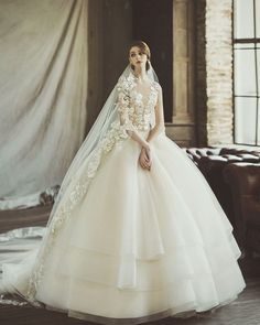 71 Elegant White Wedding Dresses The wedding dress is filled with delicately feminine details. Which is irresistibly romantic bridal collection features elegant wedding dresses. Pretty Wedding Dresses, Wedding Dress With Veil, Amazing Wedding Dress, Wedding Dresses 2018, Elegant Wedding Dress, Bridal Dresses, Wedding White, Dresses Dresses, Bridal Gown