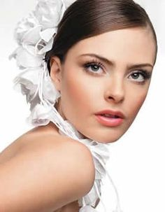 Bridal Make up Lesson is an expert in the care of makeup as well as skincare and beauty products.Bridal Makeup Lesson and exciting way to combine your love of makeup with a great way of generating an income.