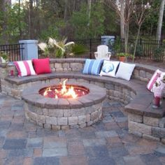 I love this firepit too.