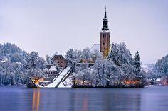 Que nieve, que nieve… Paisajes de Europa aún más bonitos en blanco.Lago Bled, Eslovenia