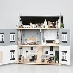 If you haven't already then you have to see this dollhouse in the latest issue of est magazine. It will absolutely floor you! Designer Cassie James-Herrick has sourced and created designer mini furniture that we all want to live with in our homes. @cassie_j_h @adollhouseforedie: