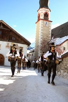 Tirol is one of Austria's remaining strongholds of genuine and authentic customs: From mountain fires and cattle drives to Christmas markets and carnival parades. Experience centuries-old folk traditions that are unique to this region, that form and mould the identity of its communities and that tie together the picturesque villages and towns.