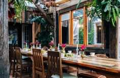 This green oasis is one of the best spots around town to have a lunch or dinner out, as the lush bush and wooden decor makes for a beautiful setting to enjoy their extensive menu, which includes gluten-free, vegan and dairy-free options.