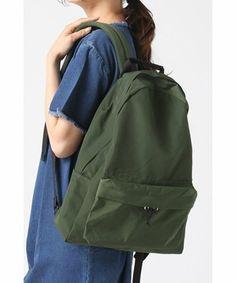 シンプルなので、どんなスタイルにも合せやすい。すっきりしたデザインですが、ポケットが充実していて使いやすさも◎