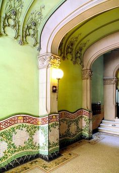 Прихожая в стиле модерн в Барселоне / Nouveau Barcelona Hallway, Includes Elegant Plaster Work and Wonderful Tile Work on the Walls & Floor,