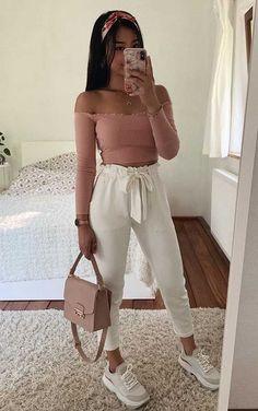 Girls Fashion Clothes, Teen Fashion Outfits, Mode Outfits, Look Fashion, Fashion Women, Fashion Spring, Jean Outfits, Cute Comfy Outfits, Cute Casual Outfits