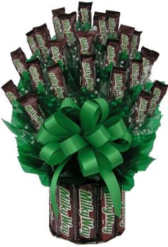This Large size Milkyway Candy Bouquet contains: 23 fun size candy bars and 11 full size candy bars to make up the base. Our bouquet is wrapped in a cellophane bag and topped with a bow.Medium Size: 7 large Milkyway's and 12 fun size bars. Candy Bar Bouquet, Gift Bouquet, Man Bouquet, Boquet, Craft Gifts, Diy Gifts, Candy Arrangements, Candy Centerpieces, Candy Crafts