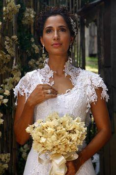 Isabel usou um vestido feito com patchwork de rendas