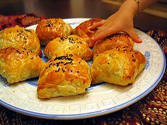 talaş böreği Snack Recipes, Cooking Recipes, Snacks, Empanadas Recipe, Turkish Kitchen, Recipe Mix, Turkish Recipes, Soup And Salad, Food To Make